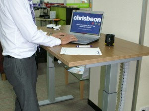 DEMOS OF SIT-STAND DESKS IN TELFORD SHOWROOM